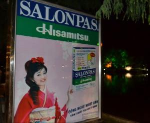 サロンパスの広告(ハノイ)